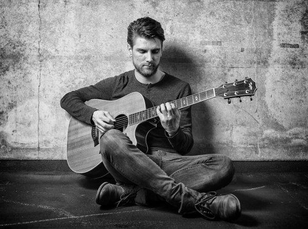 zanger-gitarist-Raoul-boeken-evenses (1)