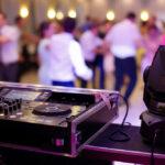 Een bruiloft DJ